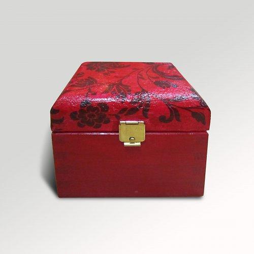 Červená krabička na drobnosti