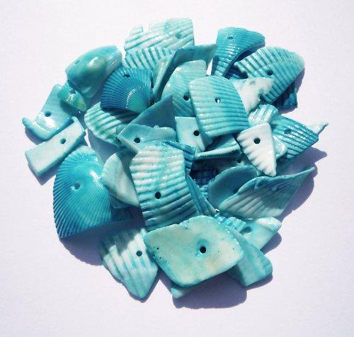 Modré zlomky mušlí (12 ks)