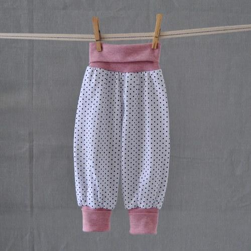 Bílé puntíkové...s růžovou...vel. 86