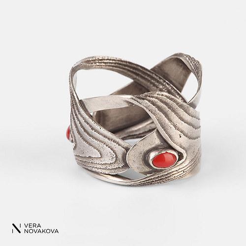 Prsten Sepiserie patinované stříbro s korálem