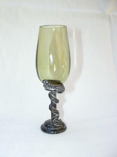 likérová sklenička s motivev hada