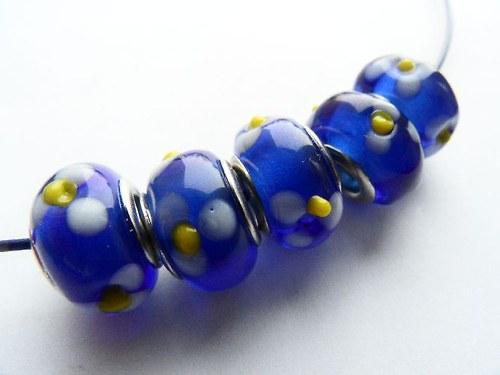 Vinutá perla - modrá s kytičkami
