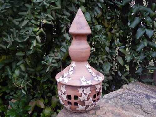 Zahradní lampa s břečťanem