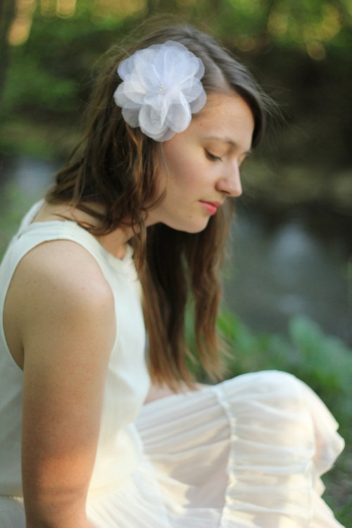Bílí svatební květ tylový