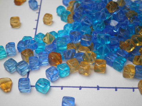 Transparentní kostičky,směs 3 barev,  10 gr