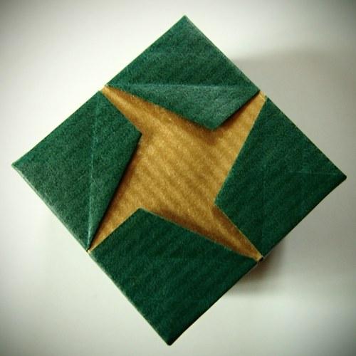 Origami krabička s křížem - zeleno-zlatá