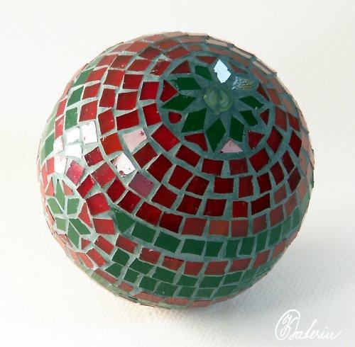 Mozaiková dekorační koule s vánočním motivem