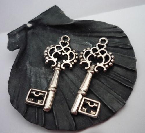 starožitný klíč   2 ks