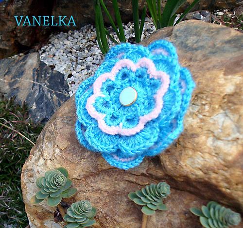 Blue flower 2 - háčkovaná brož