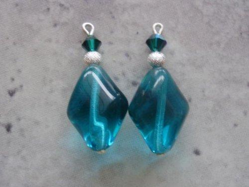 Petrolejový emerald