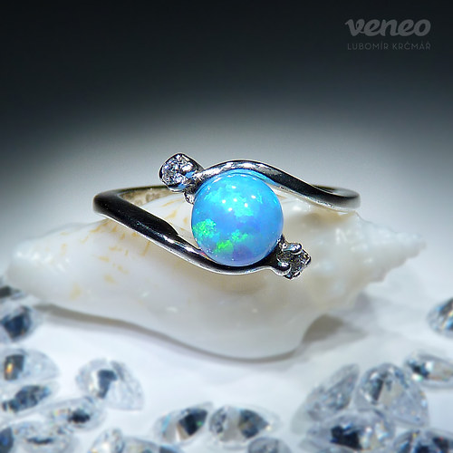 Nefelé - prsten se světle modrým opálem a zirkony