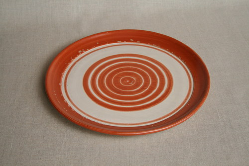 talíř-jídelní-cihlový