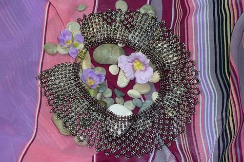 Šitý náhrdelník Fialová krajka