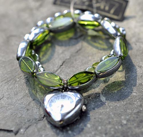 Hodinky zelené korálky - srdce