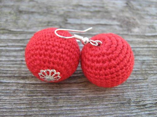 háčkované kouličky- červené