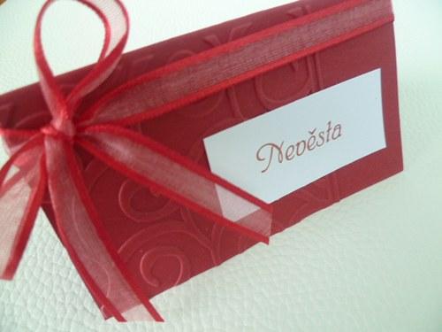 bordó jmenovky s ornamentem na svatební stůl...