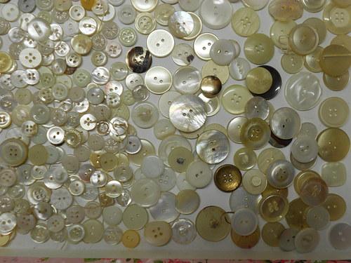 staré knoflíky z perleti