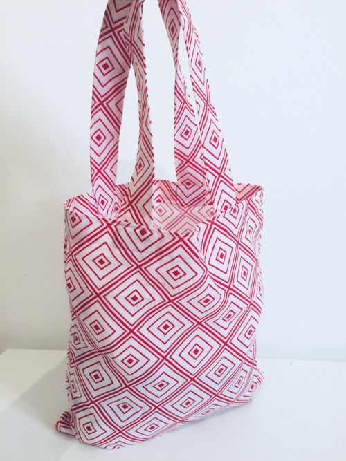 malá nákupní taška - červenobílá geometrie