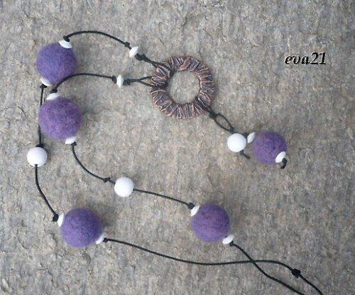 Fialové plstěnky - náhrdelník