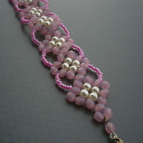Růžovobílý náramek