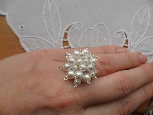 SLEVA Bílostříbrný  prsten - romantický