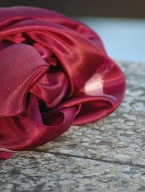 Vínový malovaný hedvábný šátek