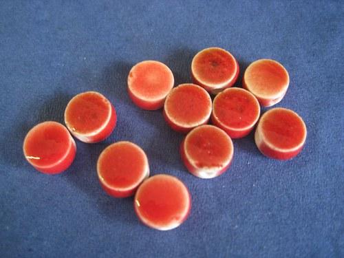 Keramické čočky červené - 9 x 4mm, 2 ks / 8,- Kč