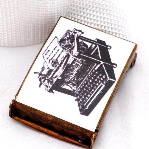 Opasek psací stroj - bílá