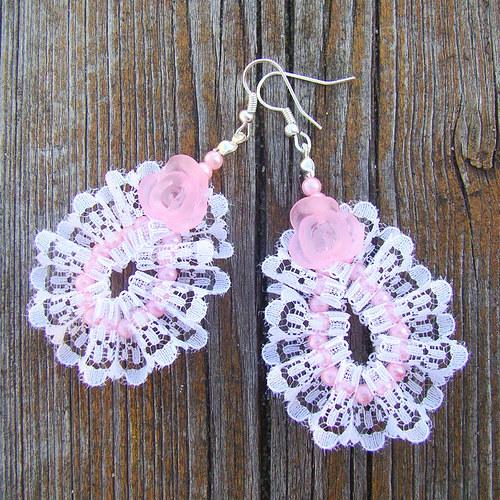náušnice perličky v krajkách s růží