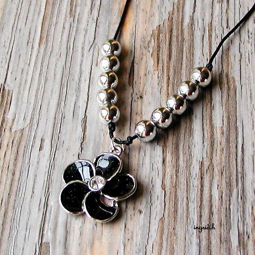 Náhrdelník  Černý květ