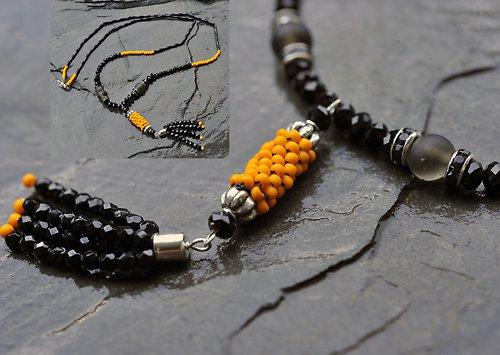 Náhrdelník - černé, oranžové korálky N0055B