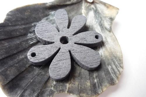 dřevěné kytičky menší 2 ks- šedivé