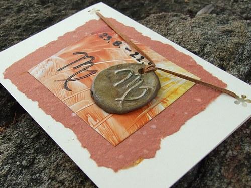 Přáníčko s keramickým přívěškem - znamení Panna