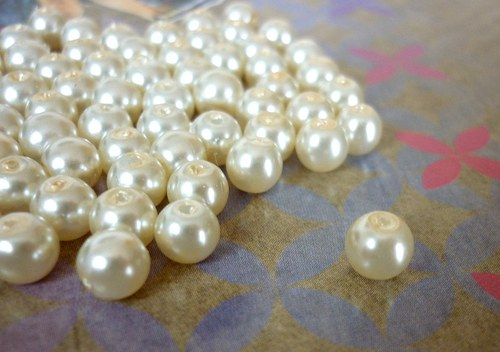 v17 / voskové perly slonová kost / 6mm / 15ks