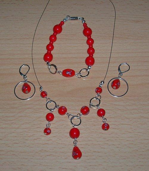 Červený set s kytičkou a kroužky (15)