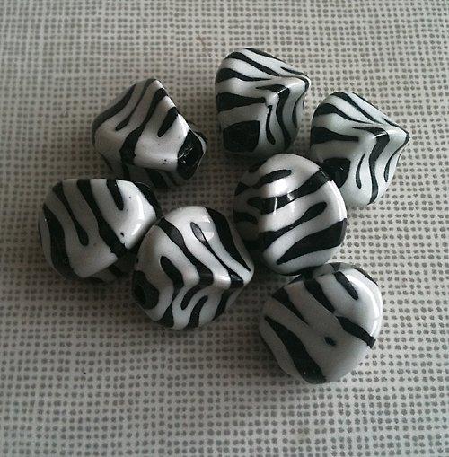 akrylové korálky / zebra/ bílá/ 15x15mm/ 4ks