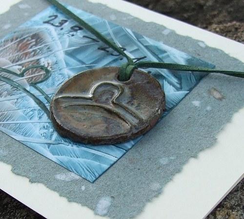 Přáníčko s keramickým přívěškem - znamení Váhy