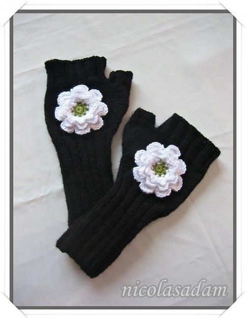 Rukavičky černé s bílou kytičkou
