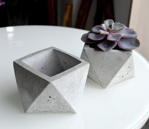 beton květináč