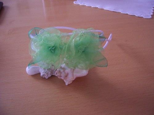 Čelenka s kytičkami světle zelená