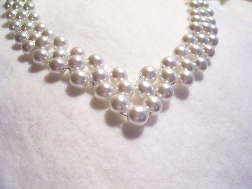 společenská souprava z bílých perliček