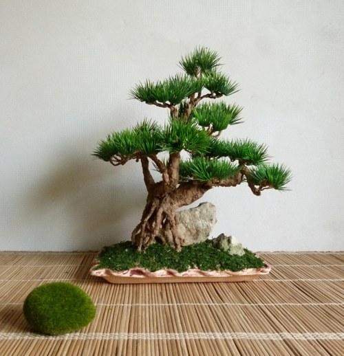 Umělá bonsaj na kameni - dekorace pro interier