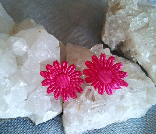 Saténová květinka do ouška - růžová