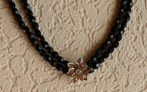 květina oranžová - náhrdelník dvouřadý černý
