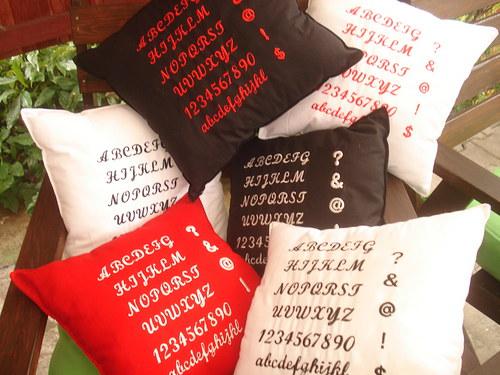 Abeceda na polštářcích červená,černá,bílá