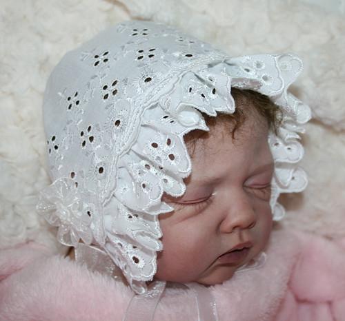 krajková čepička pro panenku reborn,