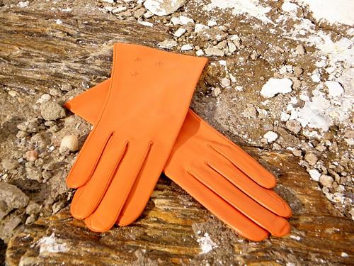Oranžové kožené rukavice s hedvábnou podšívkou