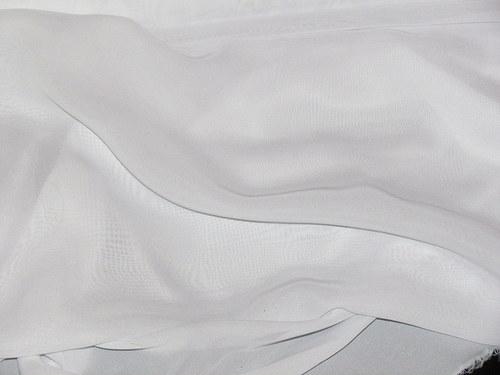 Bílý šifon, šiře 150cm, cena je za 1 m.