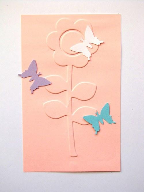 Květina a tři motýlci - barva podle přání