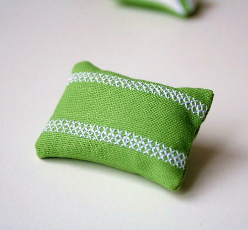 Zelená polštářková brož s výšivkou ... sle